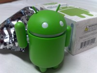 Android_green_figure,_next_to_its_original_packaging