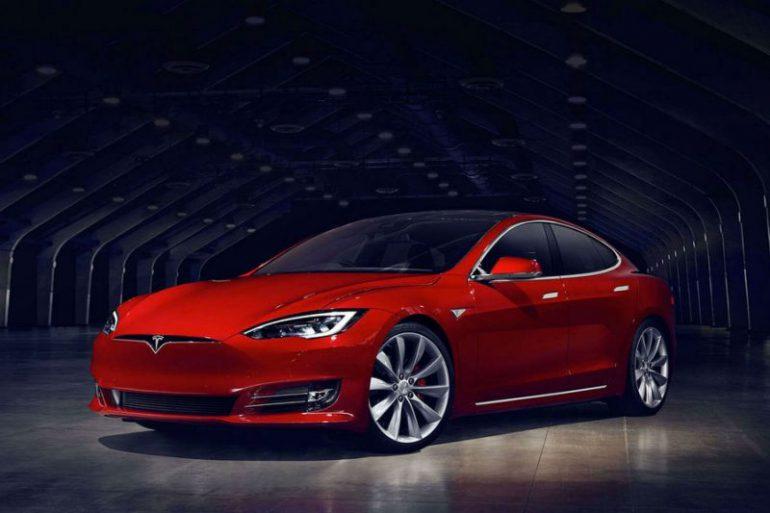 Обновленная Tesla Model Sсравняется поразгону сLaFerrari