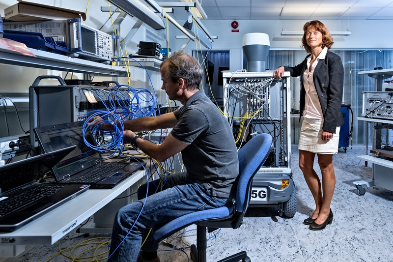Head of Ericsson Research, Sara Mazur, in the Ericsson 5G Lab