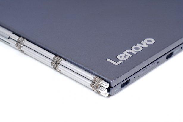 Фирменный шарнир Lenovo традиционен для многих моделей линейки Yoga