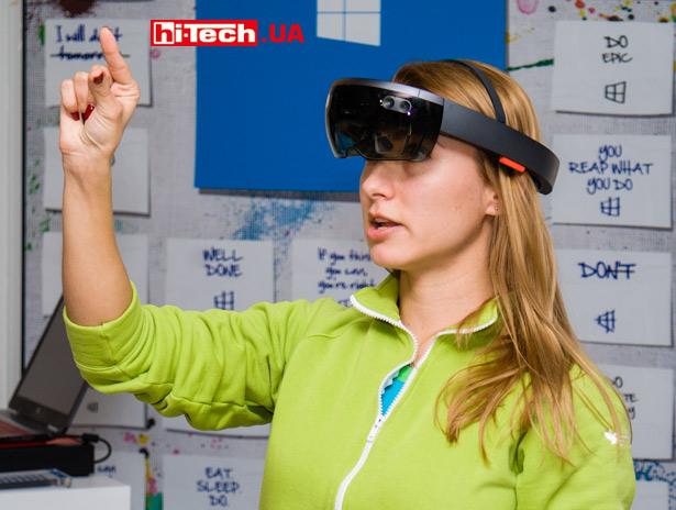 Microsoft-HoloLens-girl