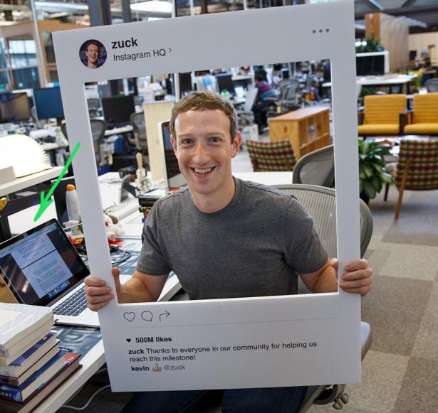 На ноутбуке Марка можно заметить заклеенную камеру. Фото из Facebook