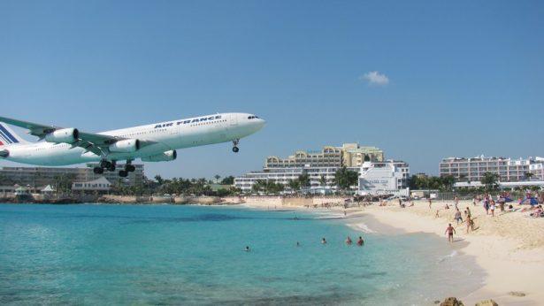 plane beach landing