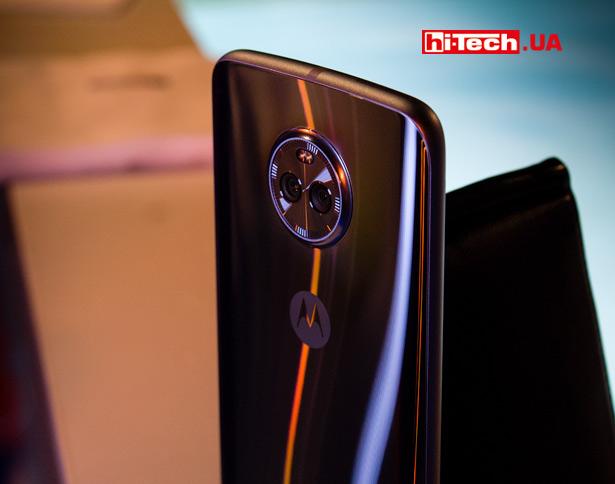 Смартфон Moto X4