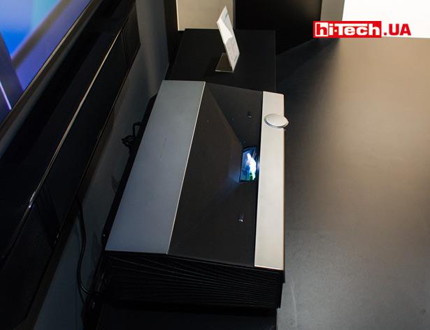 Проектор Hisense HE100LN60D с двумя лазерными источниками (красным и синим)