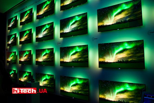 Демонстрация фирменной подсветки Ambilight в телевизорах Philips