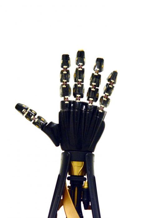 artif-skin-hand-1