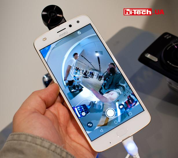Аксессуар moto mod – camera 360, подключенный к смартфону серии Moto Z