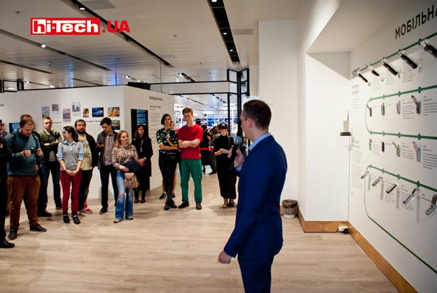 Выставка «Мобильная революция» в ЦУМе