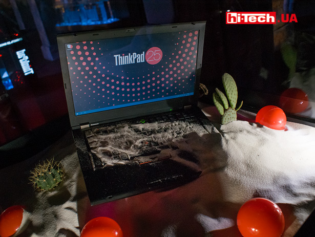 Lenovo ThinkPad в песке