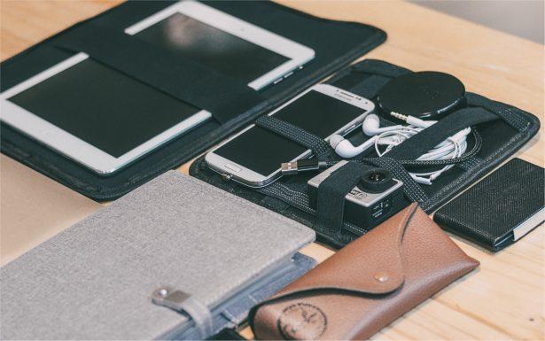 Moovy Bag позволяет компактно складывать гаджеты и для подзарядки, и просто для хранения