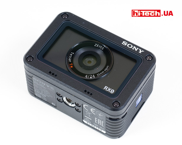 Для крепления Sony DSC-RX0 предусмотрено стандартное штативное гнездо