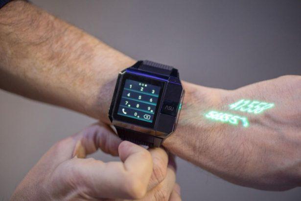 В Китайская народная республика создали «умные» часы, проецирующие изображение наладонь