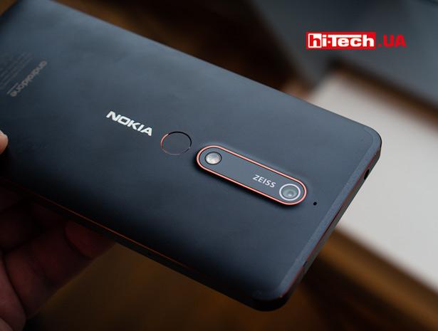 Покрытие на задней панели Nokia 6 получилось не очень практичным. Заметны отпечатки пальцев