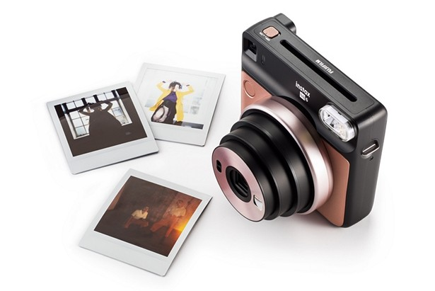 Fujifilm выпустила аналоговую камеру моментальной печати