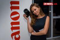 Девушка и Canon EOS R