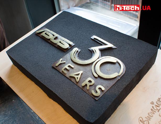 Праздничный торт, посвященный 30летию компании ASUS