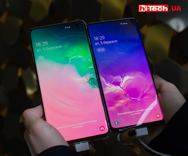 6,1-дюймовый Samsung Galaxy S10 (справа) и 6,4-дюймовый Samsung Galaxy S10+