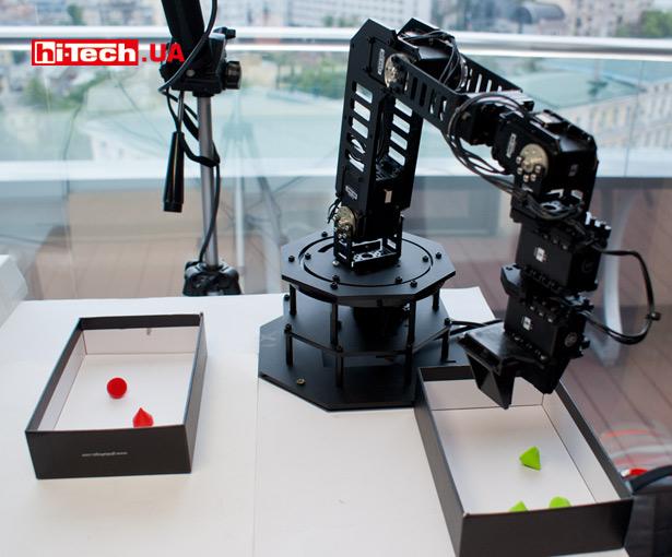 Роботизированная рука Robotic Arm