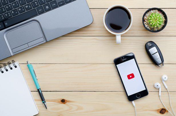 YouTube logo app