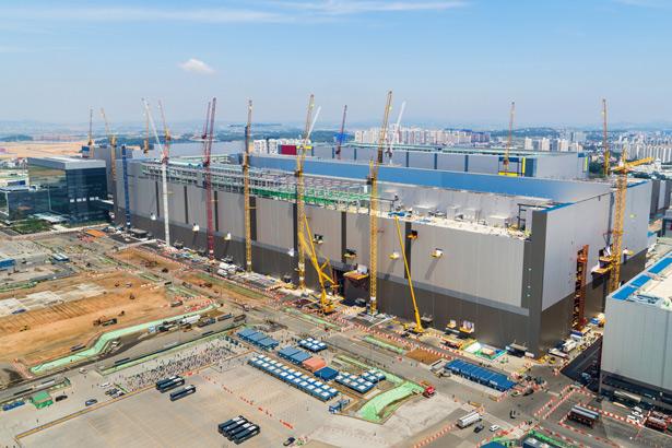 Samsung построит еще один завод флеш-памяти в Пхентхэк