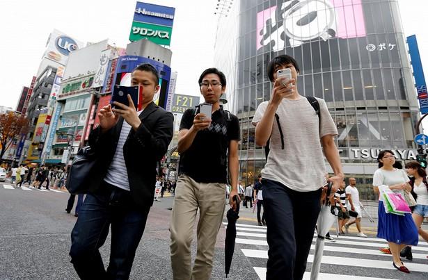 japan ban walk smartphone