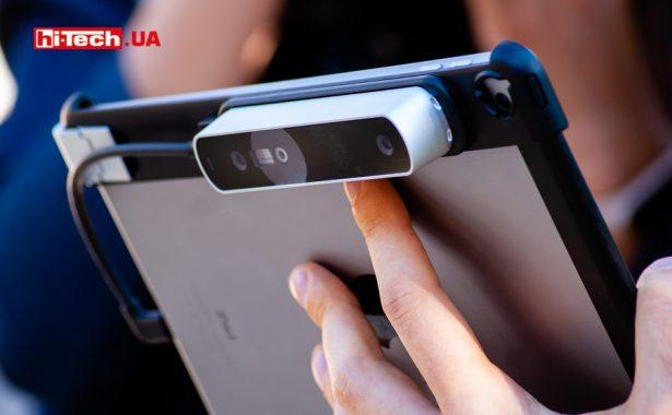 Occipital Structure Sensor, закрепленный на iPad
