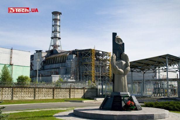 Вид на четвертый энергоблок Чернобыльской АЭС в 2010 году