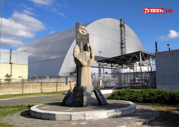 Вид на четвертый энергоблок Чернобыльской АЭС с новой аркой (22 августа 2020 года)