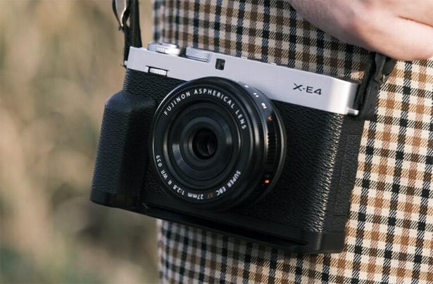 Fujifilm X-E4 с дополнительной ручкой HG-XE4