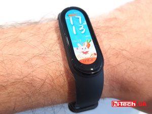 Весь день 16 июня фитнес-браслет Xiaomi Mi Band 6 будет продаваться в Украине со скидкой 400 грн