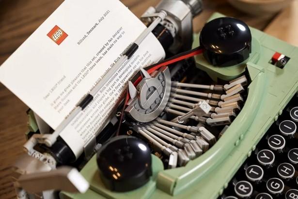 Lego type machine