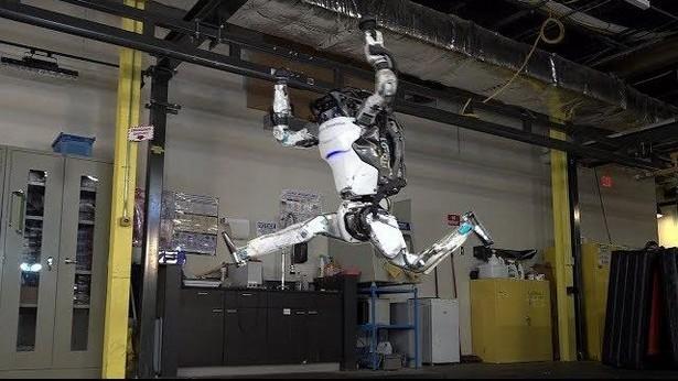 Boston Dynamics Atlas паркур