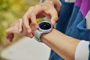 Фирменный интернет-браузер зачем-то добавили на умные часы Samsung Galaxy Watch 4