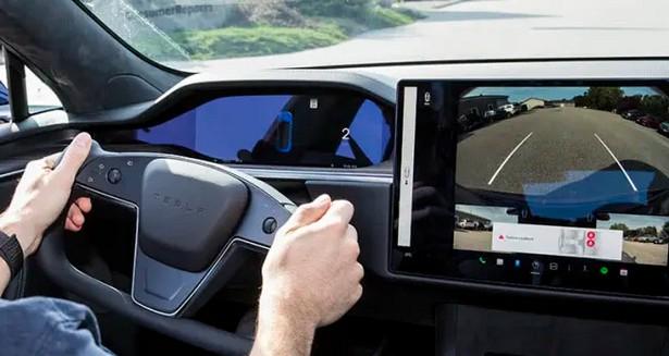 CR-Cars-Inline-2021-Tesla-Model-S-Yoke-CR-Driving-9-21